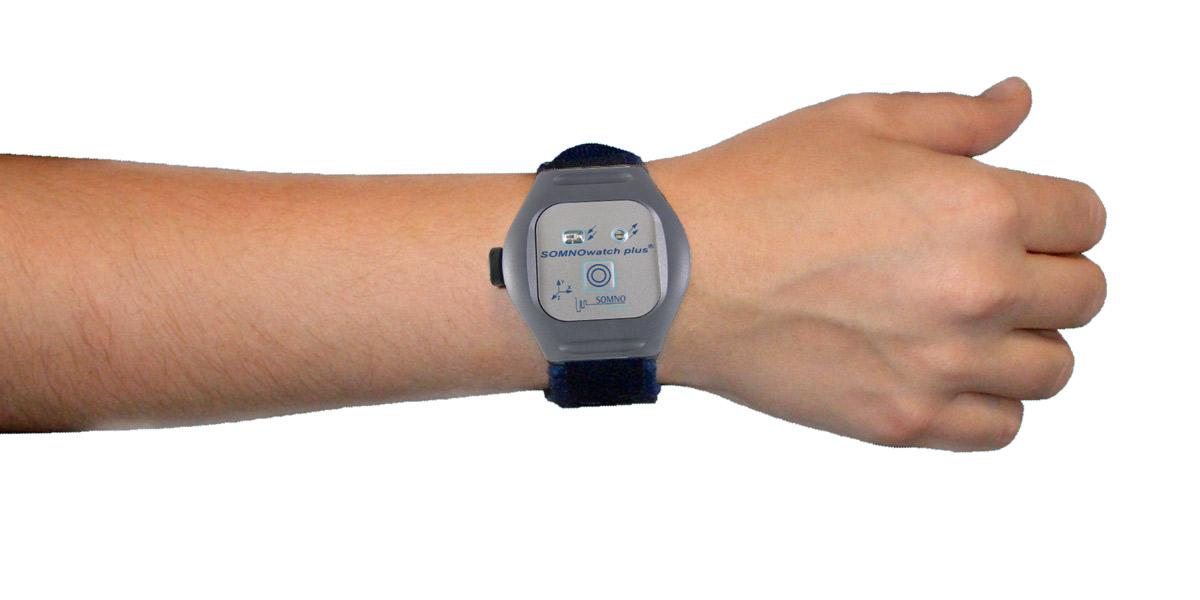 Die SOMNOwatch™ plus wird wie eine Armbanduhr am Handgelenk getragen, Aktigraphie, Aktographie, zirkadianer Rhythmus, Bewegung, Aktivität