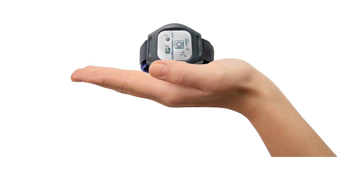 Die SOMNOwatch™ plus ist klein und handlich